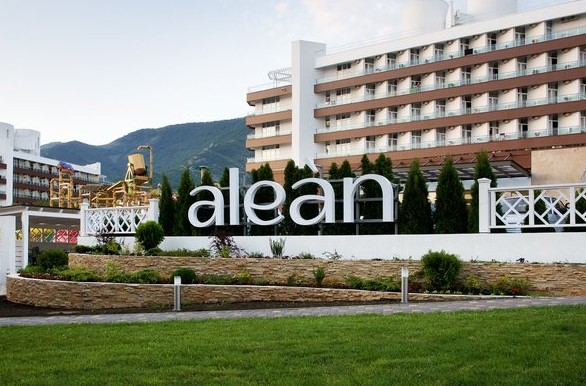 Отель «ALEAN FAMILY RESORT SPA BIARRITZ» Геленджик